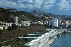 Малага, Испания, февраль 2019 Красивый вид гор, город, залив стоковые фото