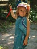 Маленькая девочка с раздражанным выражением на ее стороне стоковое изображение