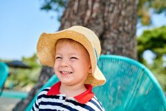 Мальчик малыша на пляже стоковое фото