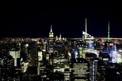 МАНХЭТТЕН, НЬЮ-ЙОРК - ноябрь 2018: Взгляд горизонта Нью-Йорка от верхней части центра Рокефеллер утеса стоковые изображения rf