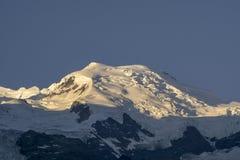 Массив Монблана на восходе солнца alpines стоковое фото rf