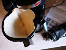 Машина кофе потека на изо дня в день кофе заваривать Можно приложить дома и офис, стоковая фотография