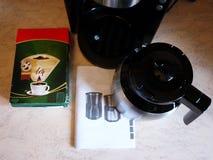 Машина кофе потека на изо дня в день кофе заваривать Можно приложить дома и офис, стоковое изображение rf