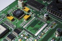 Материнская плата зеленого цвета от персонального компьютера ремонт Текстура или предпосылка электроника Запасные части стоковая фотография