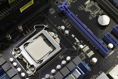 Материнская плата компьютера, с процессором установленным на его стоковые изображения