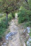 Маркированная тропа в крепость Мирабелла в городе Омиш Хорватия royalty free stock photos