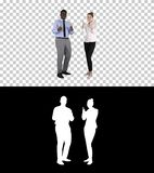 Международный счастливые усмехаясь человек и женщина показывая большие пальцы руки вверх, канал альфы стоковая фотография rf