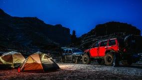 Место для лагеря Юты с автомобилями стоковые изображения rf