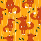 Милые лисы и листья, красочная безшовная картина бесплатная иллюстрация