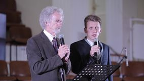 Минск, Беларусь - 6-ое октября 2018: Филипп Yancey давая беседу на конференции Христианский форум Христианское конференция с сток-видео