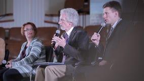 Минск, Беларусь - 6-ое октября 2018: Филипп Yancey давая беседу на конференции Христианский форум Христианское конференция с акции видеоматериалы