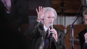 Минск, Беларусь - 6-ое октября 2018: Филипп Yancey давая беседу на конференции Христианский форум Христианское конференция с видеоматериал