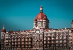 Мумбай, Инди-март 14,2019: гостиница Тадж-Махала в cente города, ворот Индии стоковые фотографии rf