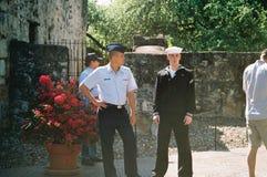 Молодые военные посещают Alamo стоковое фото rf