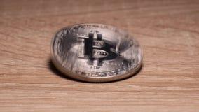 Монетка Bitcoin свертывает на таблице видеоматериал
