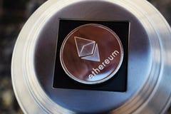 Монетка Cryptocurrency Ethereum Концепция технологии Blockchain Деньги цифров стоковое изображение