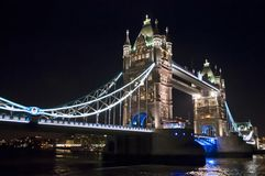 Мост башни вечером, Лондон Великобритания стоковая фотография rf