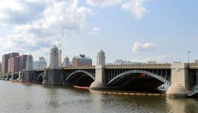 Мост и Река Charles Longfellow в Бостон, Массачусетсе стоковые изображения