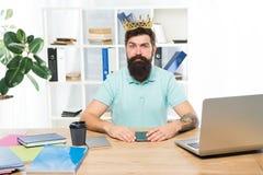 Мотивация и вознаграждение белизна успеха дела изолированная принципиальной схемой Офис босса Большой босс в кроне Успех водитель стоковое изображение