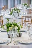 Набор таблицы свадьбы для штрафа обедая на причудливом поставленном еду событии - серии таблицы свадьбы стоковая фотография