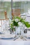 Набор таблицы свадьбы для штрафа обедая на причудливом поставленном еду событии - серии таблицы свадьбы стоковое изображение rf