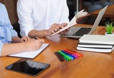 Наведение образования уча консультируя совет стоковое изображение