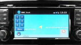 Навигация GPS в автомобиле показывая паром управляя между островом Skye и Raasay акции видеоматериалы