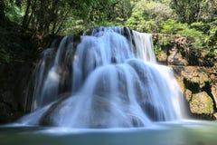 Национальный парк Kanchanaburi Khuean Srinagarindra водопада Huai Mae Khamin, Таиланд стоковое изображение rf