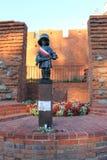 Небольшой памятник солдата в Варшаве, Польше стоковые изображения