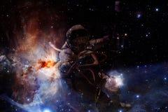 Неимоверно красивая галактика много световых год далеко от земли стоковое фото rf