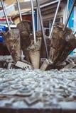 НИКОСИЯ, КИПР - 20-ОЕ ФЕВРАЛЯ 2017: Памятник пункта пересечения улицы Ledra с людьми идя Никосия, Кипр стоковое фото rf