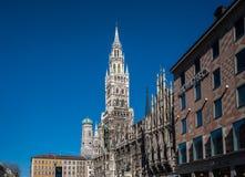 Новая ратуша на Marienplatz в Мюнхене, Баварии, Германии стоковая фотография rf
