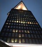 Новый дворец в Амстердаме современная башня используемая как гостиница, ресторан, магазин для пункта ходить по магазинам, бара и  стоковые изображения