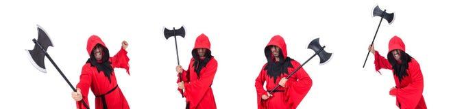 Палач в красном костюме с осью на белизне стоковые изображения