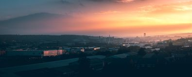 Панорама города Шеффилда на заходе солнца стоковые фото