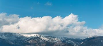 Панорама ландшафта горы, красивая природа Крыма Перемещение, туризм и концепция стоковые изображения rf