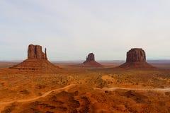 Панорамный вид долины памятника - облачное небо стоковое изображение rf