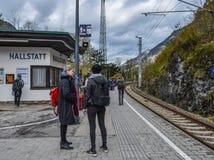 Пассажиры ждать на вокзале стоковые фотографии rf