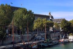 Париж увиденный от Рекы Сена Pont Neuf стоковые фото