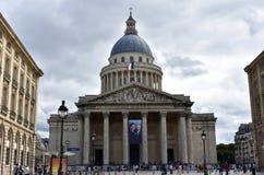 Париж, Франция, 13-ое августа 2018 Пантеон с французским флагом Улица, фасад и купол Латинский квартал стоковое фото rf