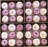 Пестротканый handmade зефир в коробках Очень красивые дизайнерские handmade зефиры стоковая фотография