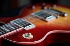 Переключатель ритма дискантовый на новой электрической гитаре стоковые изображения rf