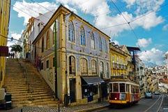 Перекресток улиц в Лиссабоне, Португалии стоковое изображение rf