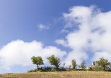 Пики ушата Berk Phu и облака на предпосылке стоковое изображение rf