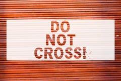Пишущ показ примечания сделайте перекрестное Скрещивание фото дела showcasing запрещенное опасное предосторежение предупреждая дл стоковое изображение rf