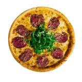 Пицца с говядиной на деревянном столе Красивейшая предпосылка изолят стоковые изображения rf