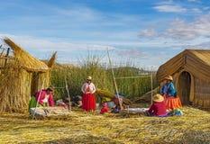Плавая острова людей Uros, озеро Reed Titicaca, Перу стоковое фото rf