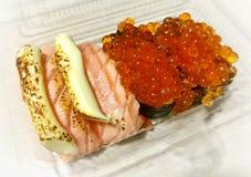 Плавленый сыр семг и семги Ikura стоковые фото