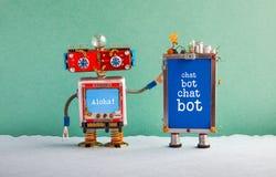 Плакат искусственного интеллекта Chatbot Ассистент робота творческого дизайна красные и устройство мобильного телефона со средств стоковое фото rf