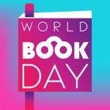 Плакат дня книги мира с книгой и закладка на градиенте бесплатная иллюстрация